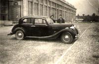 Pierrot Jeanne devant l'usine Blondel barrage Donzere Montdragon SALMSON N2 1er mai 1957.jpg